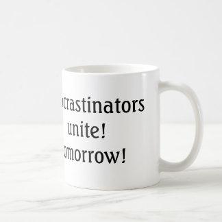 les procrastinators unissent ! demain ! tasse de