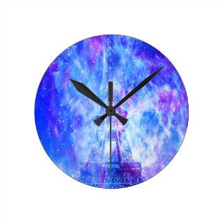 Les rêves parisiens de l'amant horloge ronde