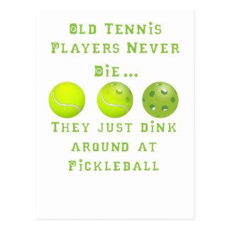 Les vieux joueurs de tennis ne meurent jamais. Ils Cartes Postales