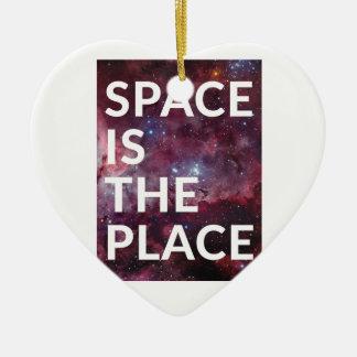 L'espace de Wellcoda est planète d'amusement Ornement Cœur En Céramique