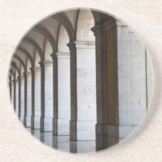 L'Europe, Portugal, Lisbonne. Colonnes de l'arcade Dessous De Verre En Grès