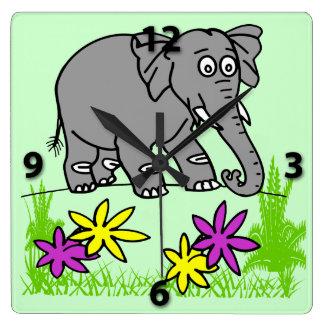 L'horloge murale carrée de l'enfant mignon horloge carrée