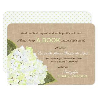 L'hortensia blanc rustique a lu une carte de livre