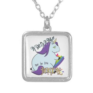 Licorne potelée mangeant un arc-en-ciel - un collier