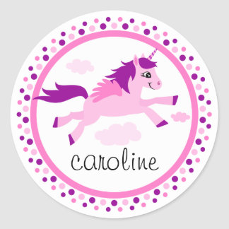 Licorne rose avec le nom personnalisé par ailes sticker rond