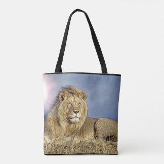 Lion dans le safari fourre-tout tote bag