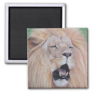 Lion hurlant la conception réaliste d'art de faune aimant