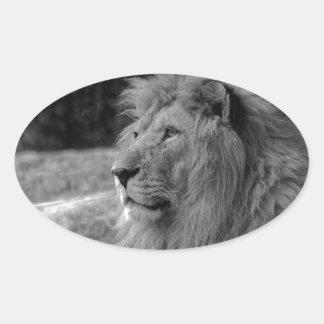 Lion noir et blanc - animal sauvage sticker ovale