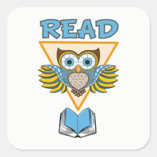 Lisez le hibou bleu d'or de livres sticker carré