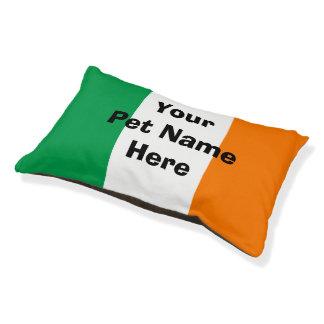 Lit irlandais de chien de drapeau avec le nom