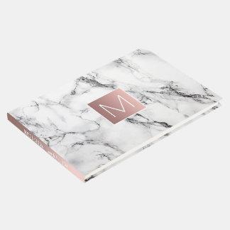 Livre D'or monogramme rose d'or sur le regard de marbre blanc