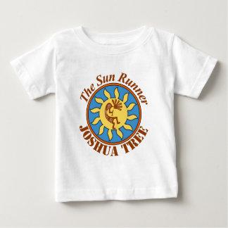 Logo de coureur de Sun, arbre de Joshua T-shirt Pour Bébé