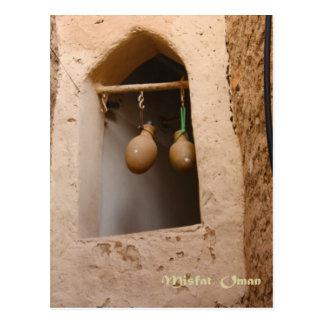 L'Oman - bouteilles d'eau dans la fenêtre Carte Postale