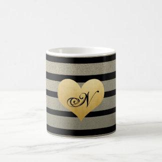 L'or noir barre le coeur de feuille d'or de Faux Mug