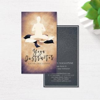 Lotus blanc noir élégant et pose de méditation de cartes de visite