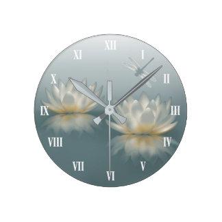 Lotus et horloge murale de libellule