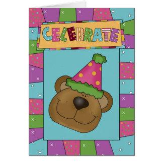 L'ours célèbrent la carte de voeux d'anniversaire