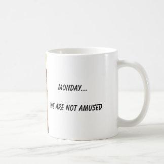 Lundi… Nous ne nous amusons pas Mug