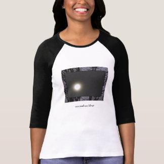 Lune complètement avant le T-shirt des femmes