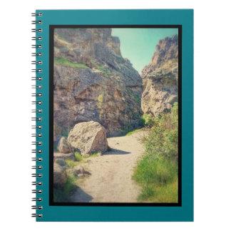 L'Utah bascule la série #1-Between les roches Carnets À Spirale