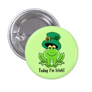 Lutin drôle de grenouille avec le chapeau supérieu badge avec épingle