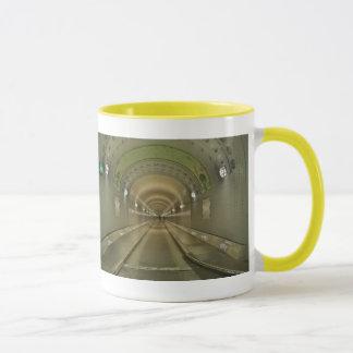 Lutteur tasse jaune Hambourg de vieux Elbtunnel