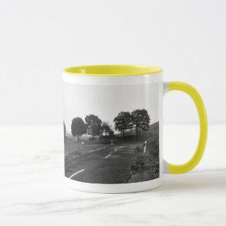 Lutteur tasse jaune route seule