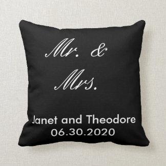 M. et Mme carreau noir et blanc de mariage Coussins Carrés