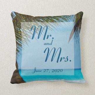 M. et Mme palmiers sur des coussins de mariage de