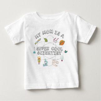 Ma maman est une scientifique fraîche superbe (le t-shirt pour bébé