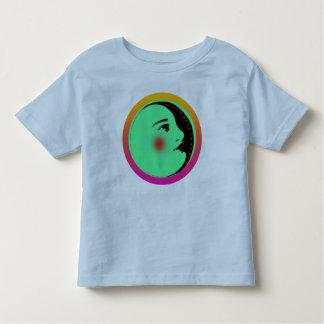 Madame dans le T-shirt de bébé de lune