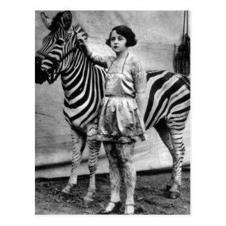 Madame de cirque et carte postale tatouées de