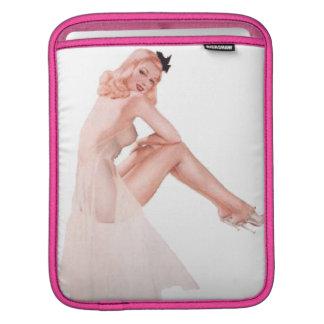 Madame vintage dans le Pin rose vers le haut de la Poche iPad