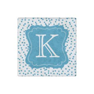 Magnet En Pierre Les confettis bleus d'Aqua pointillent le