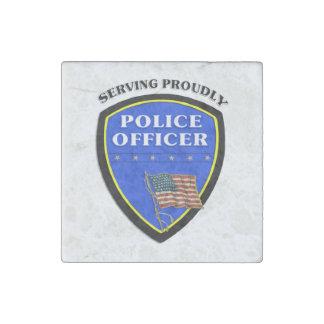 Magnet En Pierre Police servant fièrement