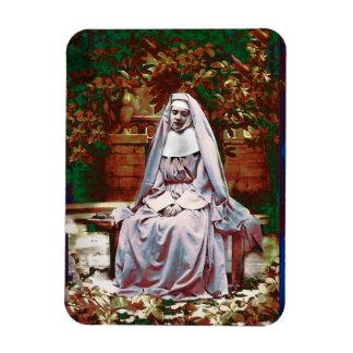 Magnet Flexible Nonne française dans le jardin de la contemplation