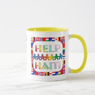 Mains aidant la tasse du Haïti