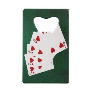 Mains de poker - flux droit - costume de coeurs