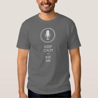 Maintenez calme et demandez Siri T Shirts