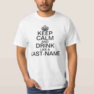 Maintenez nom de famille calme et de boissons de t-shirt