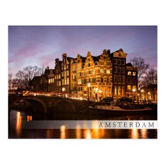 Maisons de canal d'Amsterdam à la carte postale de