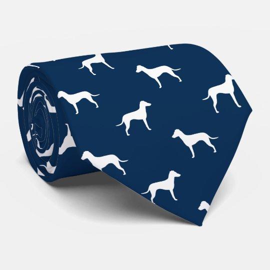 Manchester Terrier avec les silhouettes naturelles Cravate