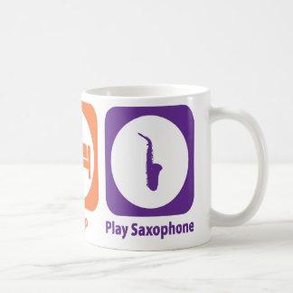 Mangez le saxophone de jeu de sommeil mug