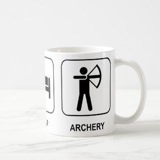 Mangez le tir à l'arc de sommeil mug blanc
