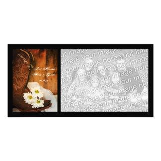 Marguerites blanches et pays de bottes juste marié cartes de vœux avec photo