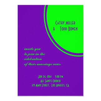 mariage pourpre lumineux de cercle de mod de vert carton d'invitation  11,43 cm x 15,87 cm
