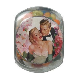 Mariage vintage, rétros nouveaux mariés de jeunes pot en verre