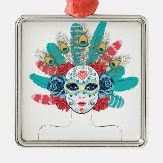 Masque avec des roses et des plumes ornement carré argenté