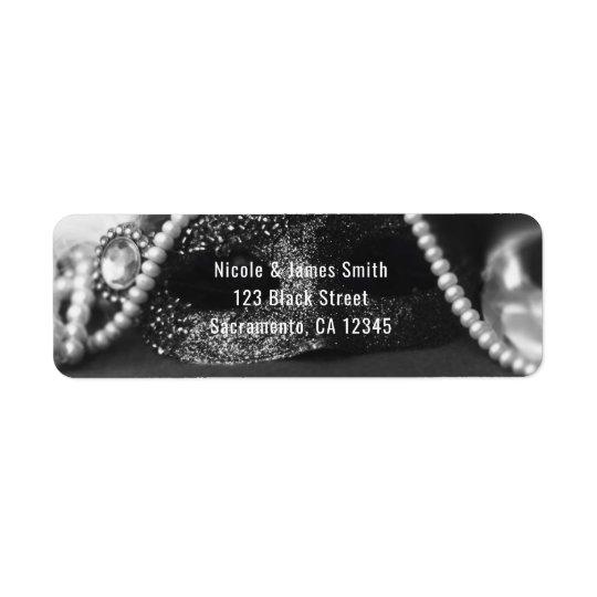 Masque de mascarade et invitation noirs et blancs étiquette d'adresse retour