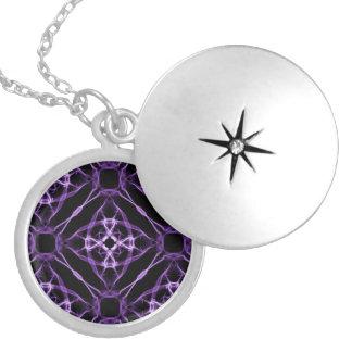 Médaillon Avec Fermoir Motif géométrique pourpre de diamant